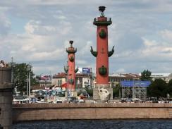 Ростральные колонны. Васильевский остров. Санкт-Петербург. Россия