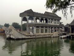 Китай. Пекин. Летний императорский дворец. Мраморная ладья