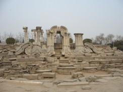 Разрушенный садово-дворцовый комплекс Юаньминъюань. Пекин. Китай.