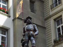 Фонтан «Знаменосец» на площади Ратхаусплац. Берн.Швейцария.