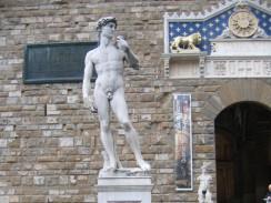 «Давид» работы Микеланджело у палаццо Веккьо. Флоренция. Италия.