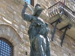 Скульптура «Юдифь с головой Олоферна» работы Донателло. Флоренция. Италия.