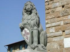 «Мардзокко» — лев с ирисом на щите, работы Донателло. Флоренция. Италия.