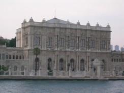 Дворец Долмабахче — вид со стороны Босфорa. Стамбул. Турция.