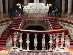 Турция. Стамбул. Хрустальная лестница во дворце Долмабахче.