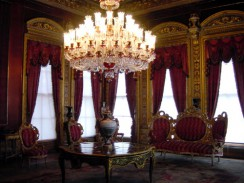 Один из салонов дворца Долмабахче. Стамбул. Турция.