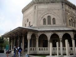 Мавзолей на кладбище мечети Сулеймание. Стамбул. Турция.