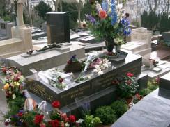 Франция. Париж. Могила Эдит Пиаф на кладбище Пер-Лашез.