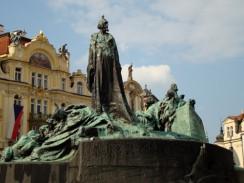 Памятник Яну Гусу в центре Староместской площади. Прага. Чехия.