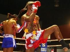 Таиланд. Бангкок. Бойцы тайского бокса заходят на ринг