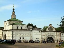 У стен Горицкого монастыря в Переславле-Залесском. Россия.